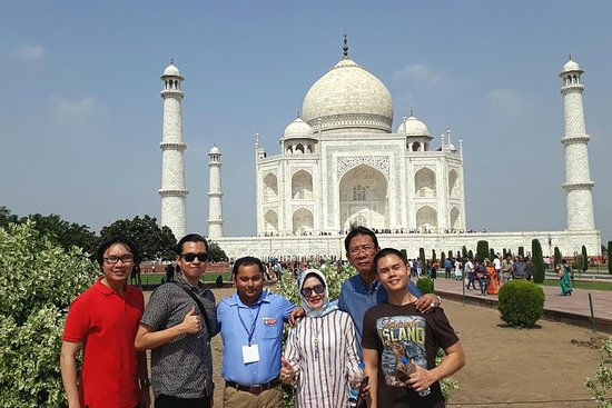 1 Day Trip to Taj Mahal and Agra Fort...