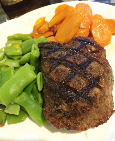 Oakdale, CA: House of Beef 9 oz Filet Mignon with veggies