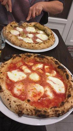 pizza napolitaine tomate st marziano et mozzarella di bufalla AOC...