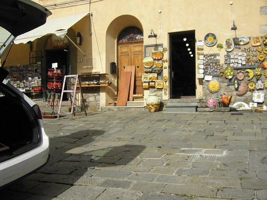 Piazza Giuseppe Giusti : הכיכר