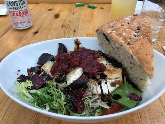 Scorton, UK: Goats cheese and beetroot salad