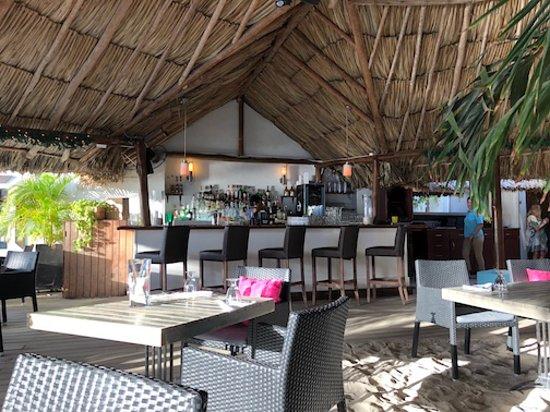 Barefoot Restaurant: Inside bar