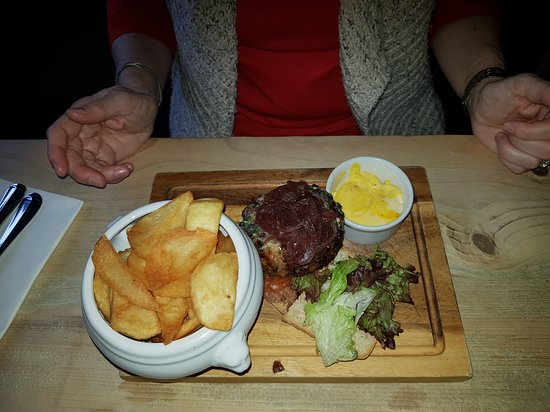Upton Bishop, UK: Burger and 'Real' chips