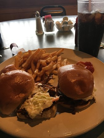 Harbor Beach, MI: Noon specials each day-3 pulled pork sliders with cole slaw-delicious.  Good portions.