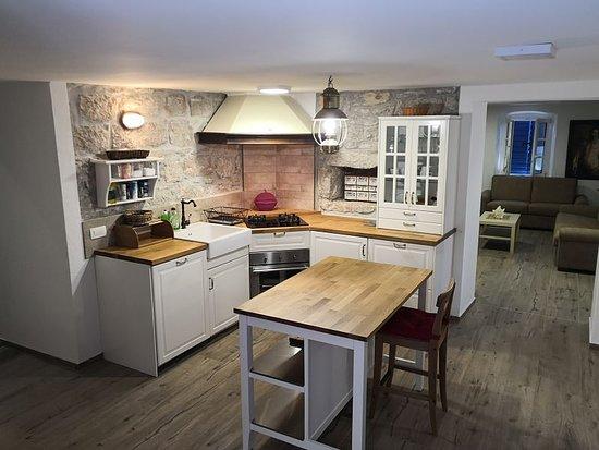 Betina, Kroatia: Kitchen, superior suite
