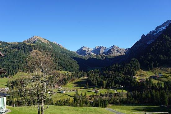 Mittelberg, Österreich: Unverbauter Blick vom Hotel Leitner zu den Schafalpenköpfen (Mindelheimer Klettersteig)