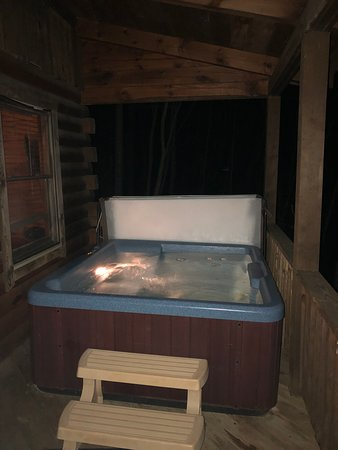 Stanardsville, Вирджиния: Hot tub at Snuggle Den.