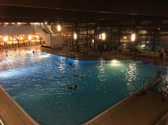 Waldbronn, Nemecko: Плавательный бассейн внутри помещения
