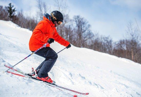 Saint Donat, Canada: Ski alpin sur nos 2 stations de la réserve ou du Mont-Garceau en combo avec votre raid motoneige.