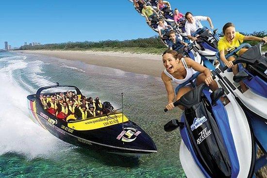 ゴールドコースト・コンボ: ジェットボートライドとシーワールドテーマパークへ…