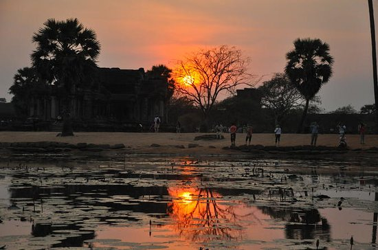 Angkor Wat: Full-Day Tour with Sunset: Angkor wat small tours full day with sun set shared groups