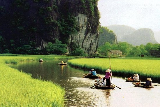 Explore Vietnam Ancient Capital City...