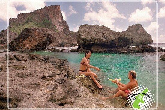 Île interdite avec grotte Snorkeling