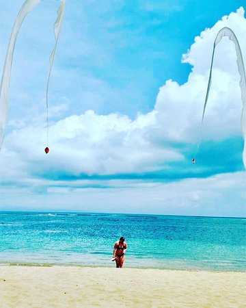 Who's in for beach strolling while counting down to New Year?  www.grandmirage.com  Photo Instagram by @ccclina