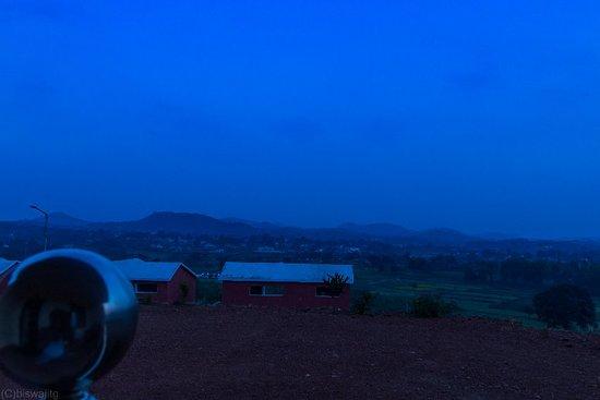 Daringbarhi, Hindistan: The House of Mr. Daring