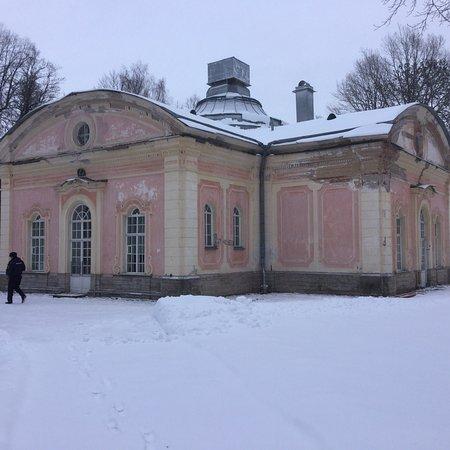 """Lomonosov, روسيا: Павильон """"Китайская кухня"""" в дворцово-парковом ансамбле Ораниенбаум."""