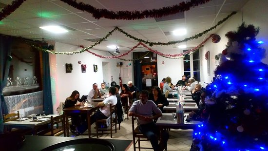 Begadan, France: Christmas Meal with a singer