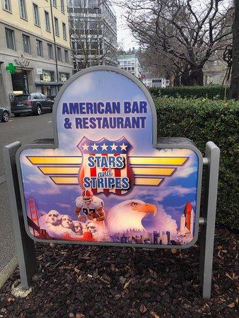 Stars and Stripes : Da kann man den Eingang nicht verfehlen!