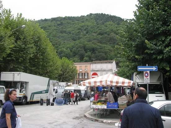 Bojano, إيطاليا: The weekly market day in Bojano,Campobasso,Molise,Italy that held: every Saturday, in the city center.