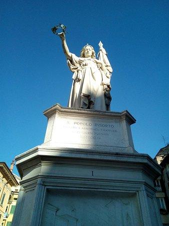 Monumento ai caduti delle X Giornate di Brescia - La Bella Italia