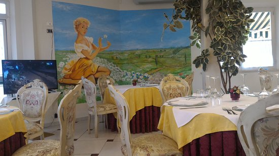 Monticiano, Italie : Veduta della sala