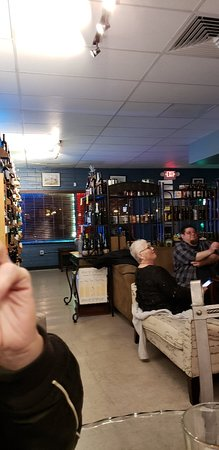 Hoppin' Grapes Wine and Beer Tasting Shop Picture