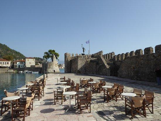 Nafpaktos Old Port: Side view