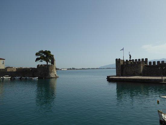 Nafpaktos Old Port: Port entrance