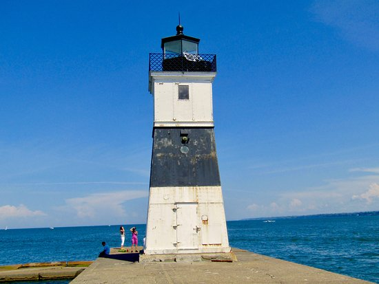 Erie Harbor North Pier Light