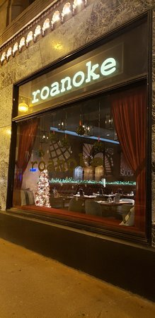 Roanoke Restaurant Chicago Theater District