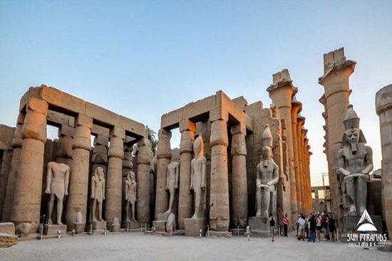 Excursión de un día a Luxor desde...