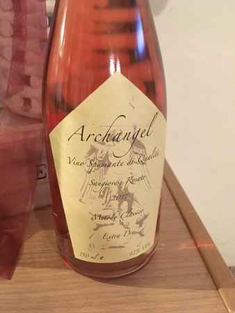 Terranuova Bracciolini, Italy: The sperkling blush 12 months on the lees