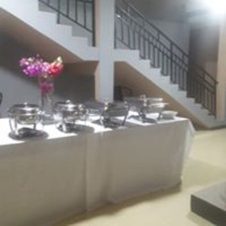 Gran Acra, Ghana: Dinner Set up. Enjoy fresh homemade meals after a day out working or exploring. Catering available for small groups. Such a great feeling. Fresh local ingredients and dishes served by friendly housekeeper/cook.