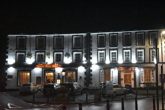 Llanwrtyd Wells, UK: Hotel from the town square