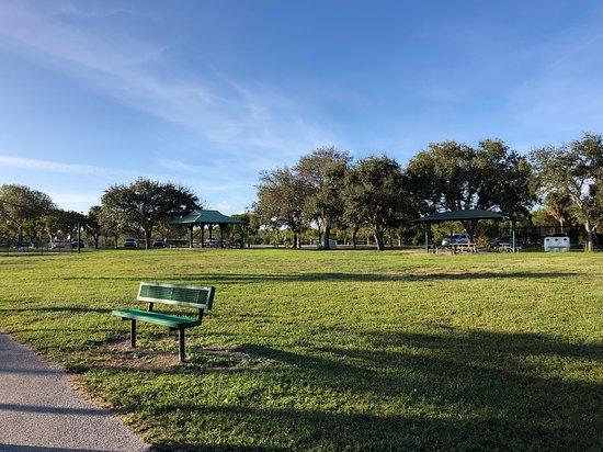 West Lake Park: Extensa area verde