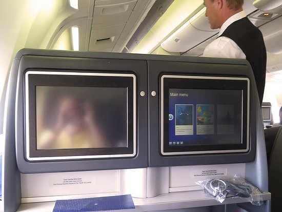‪יונייטד איירליינס: UA959 LHR-ORD 767-300 Polaris Business Class Seats 6J and 6K - AVOD Screens, Shelves & Bose Noise-canceling Headphones‬