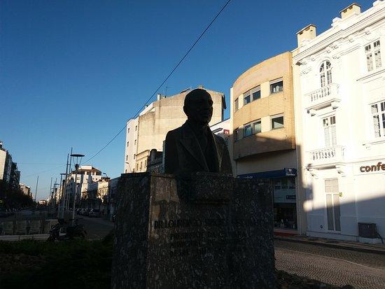 Monumento Busto a Dr Lourenço Simões Peixinho
