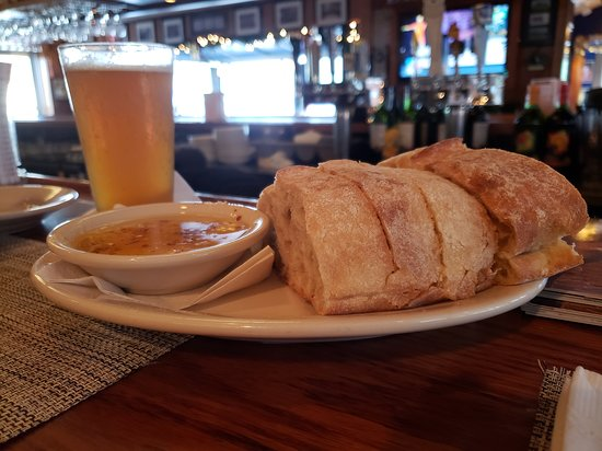 Wareham, MA: Rustic bread with dipping oil - delicious!