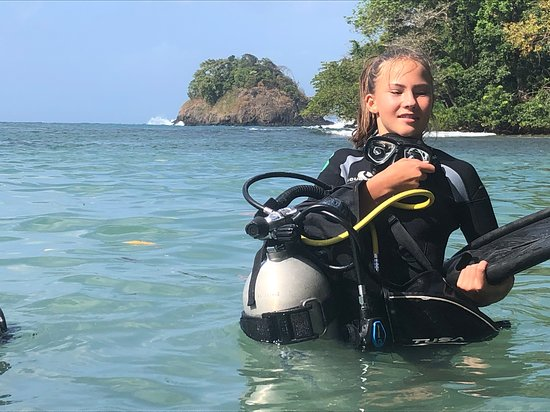 Portobelo, Panamá: Lilli 13 just about to start exploring Drakes' tresure;)