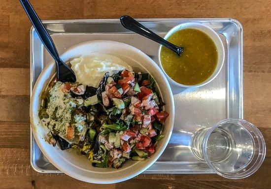 Rancho Santa Margarita, Калифорния: Pomegranate Chicken Salad Bowl