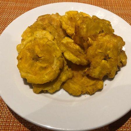 Tipico Bonao: Pozuelito de gandules,empanada de ueso