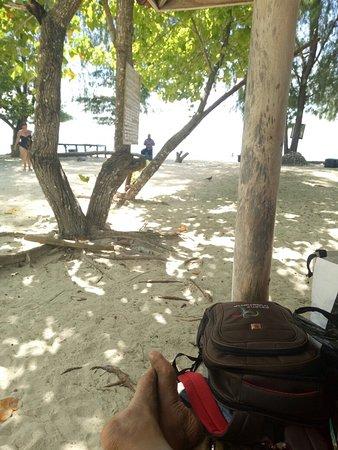Gili nanggu adalah salah satu kumpulan gili (pulau kecil) yang ada di daerah sekotong lombok barat. Masih banyak lagi gili gili yang ada.