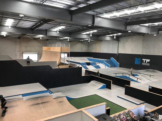 Arundel, Australia: Skate All Day Skatepark Mini Ramp Kids Section Street Park Vert Ramp