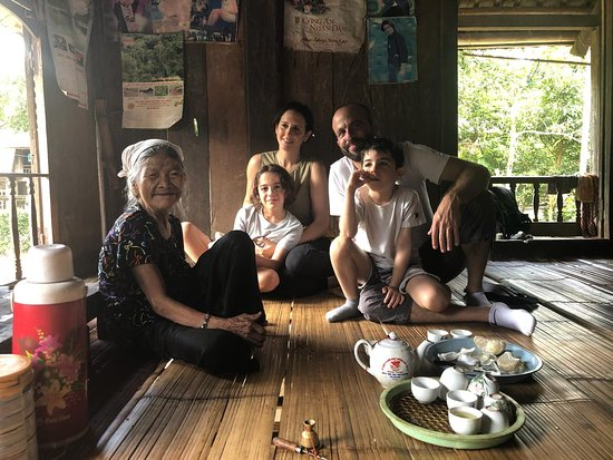 Hoa Binh Province, Wietnam: What a lovely family Maya Carni from London, UK - They are our guests and traveled extensively from North to South Vietnam