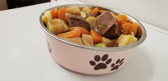 Crook, UK: Doggie Dinner