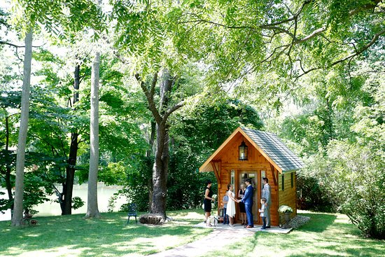‪Elope Niagara's Little Log Wedding Chapel‬