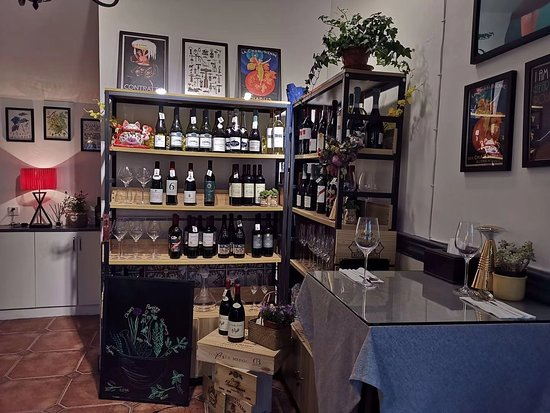 wine showcase room in entrance
