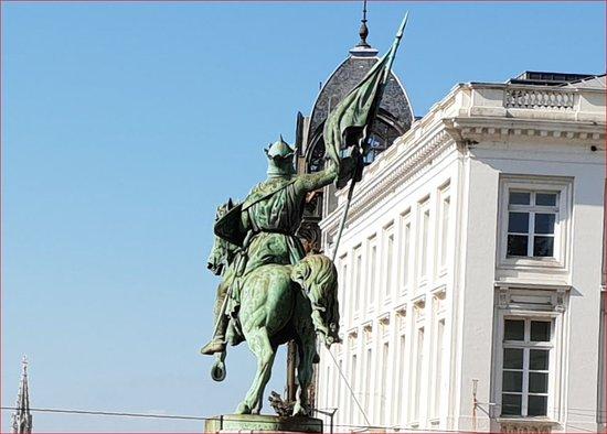 Godefroid de Bouillon Statue