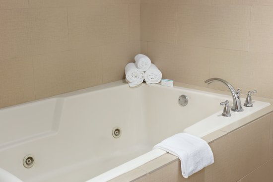 Bedford, NH: Whirlpool tub located in our Whirlpool Suite