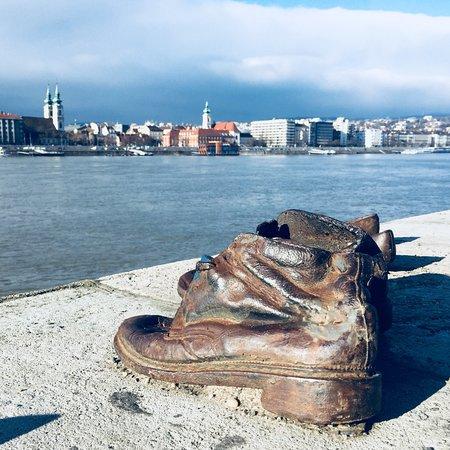 รองเท้าริมแม่น้ำดานูบ